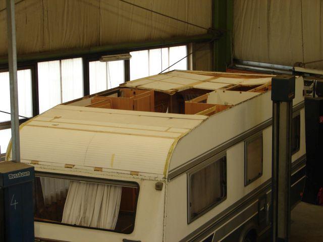 wohnwagen umbauen campingbus die wohnwagen renovieren und umbauen teil dachhaube dachluke. Black Bedroom Furniture Sets. Home Design Ideas
